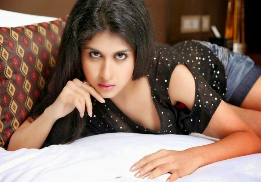south actress naveena hot photoshoot