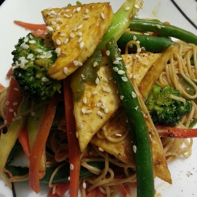 Vegan Pad Thai Salad with Sriracha Baked Tofu and Spicy Peanut Sauce