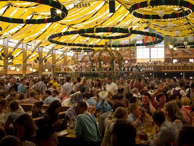 Interior de Winzerer-Fähndl - Oktoberfest de Munich