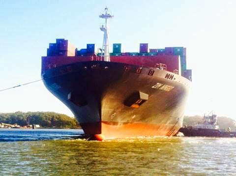 Navio Deixando Porto de Rio Grande