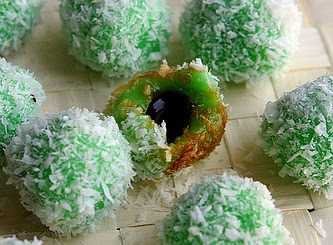 Klepon - Sweet Rice Balls Stuffed with Palm Sugar