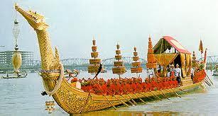 ประเพณีไทย ขบวนพยุหยาตราทางชลมารค