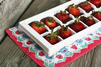 Cubitos de chocolate y fresa en Recicla Inventa