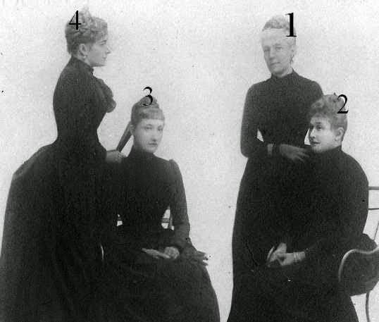Marie-Henriette, reine des Belges et ses filles en 1889