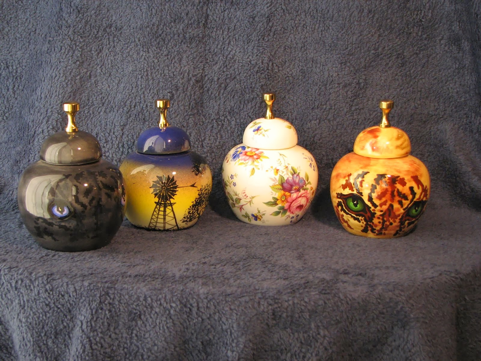 Memorial Urns including Pet Urns