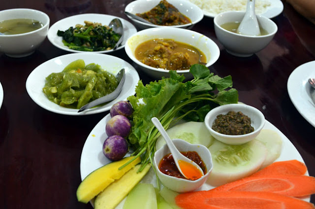 Some stories about us food in yangon for Moe s fish and chicken