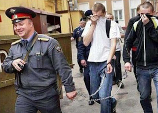 funny picture Russian police enter the criminals off
