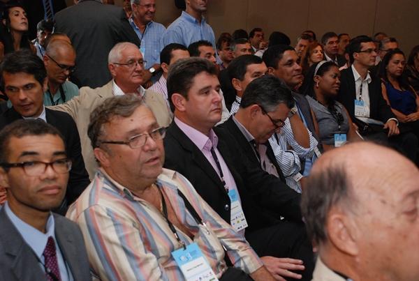Prefeito Arlei participa de Encontro de Prefeitos Eleitos e defende a manutenção da distribuição dos royalties do petróleo