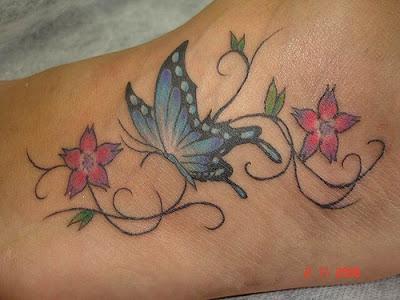 Tatuagem de borboleta feminina, pé