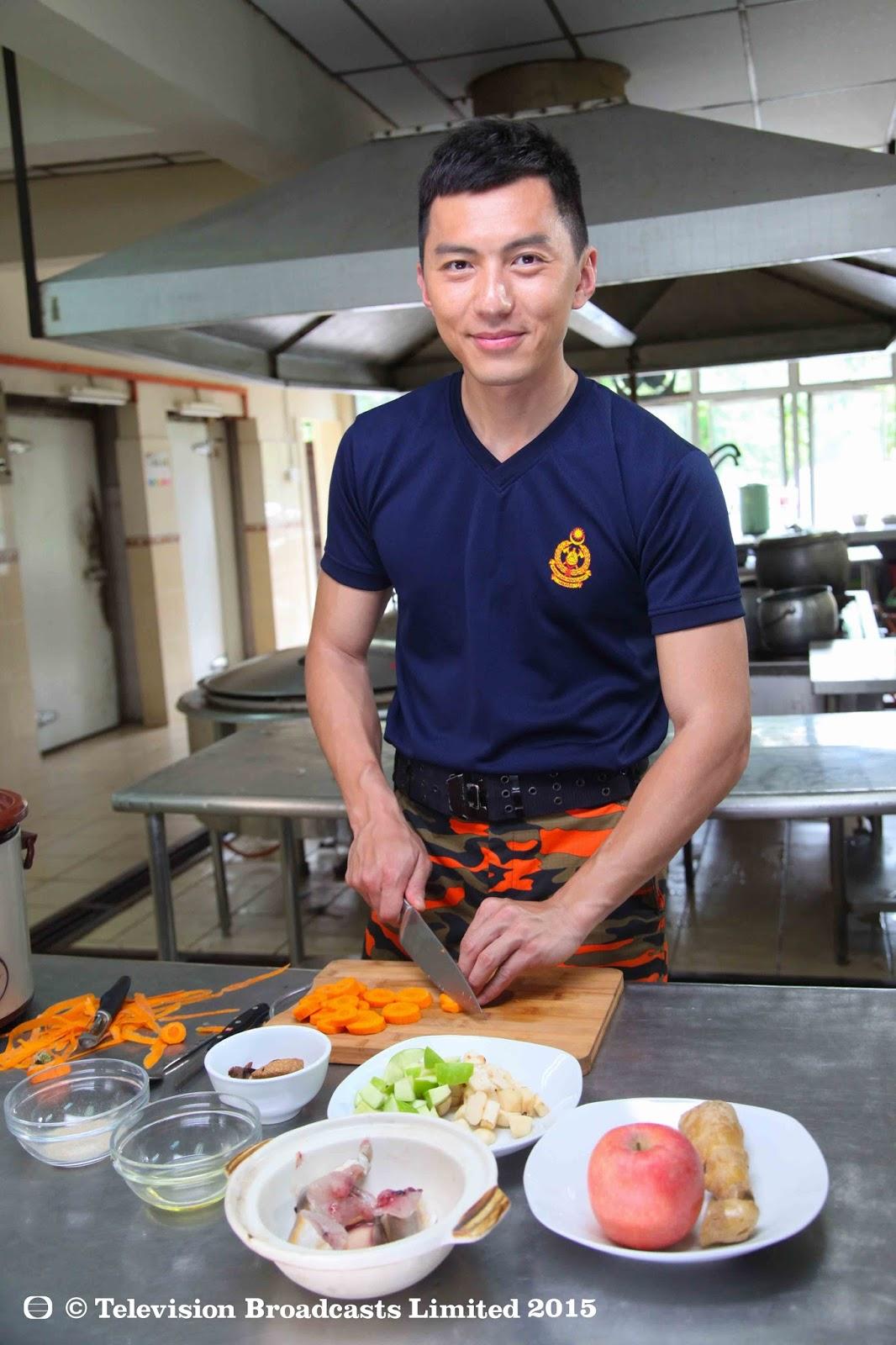 袁伟豪向导师请教一些能滋润身心的健康料理,听导师分享,获益良多 - 《星级健康3之星梦成真》