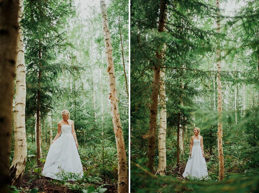 Brud i skog | Bröllopsfotograf i Dalarna