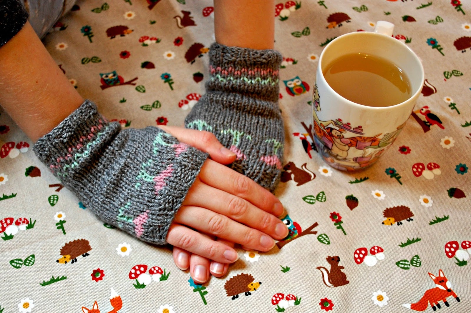 Extra Long Straight Knitting Needles Uk : The geeky knitter mother s tulip mittens free knitting