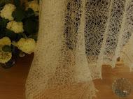 TE KOOP: bruidssjaal.  80 x 1.75 ruim.