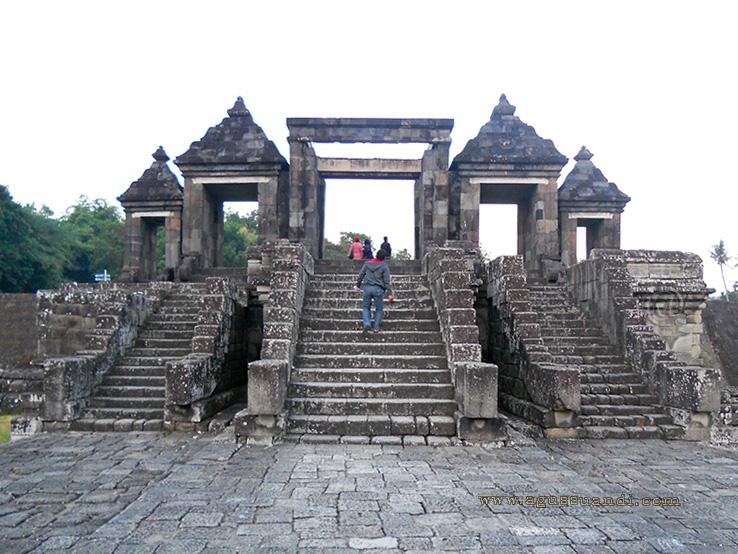 Candi Ratu Boko Yogyakarta Travel And Photo Gallery