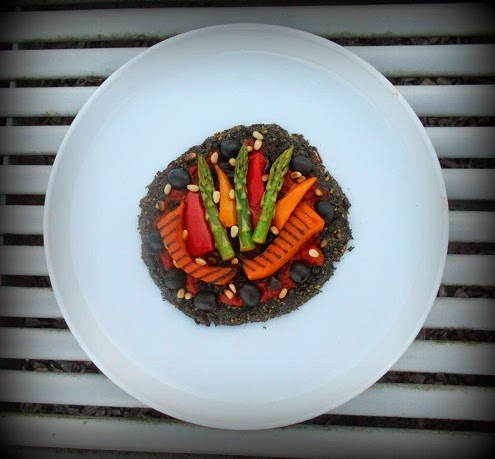 2014 a to z blogging challenge - k is for kale - gluten free vegan kale pizza with grilled vegetables