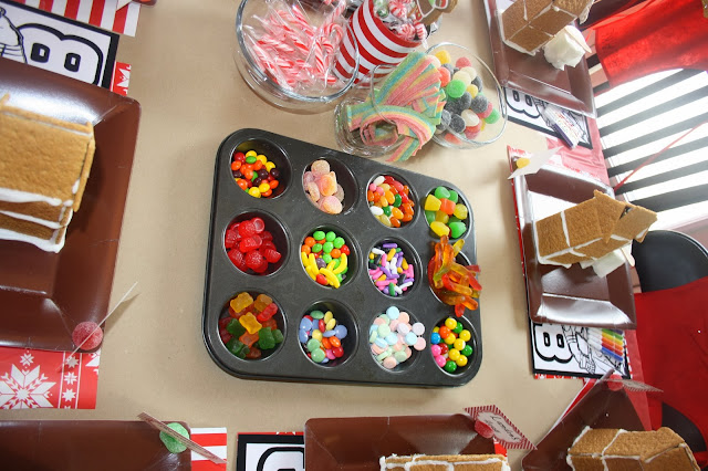 Benedetti Buzz Gingerbread House Decorating Party