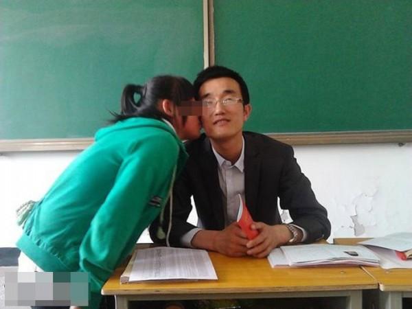 pelajar cium guru
