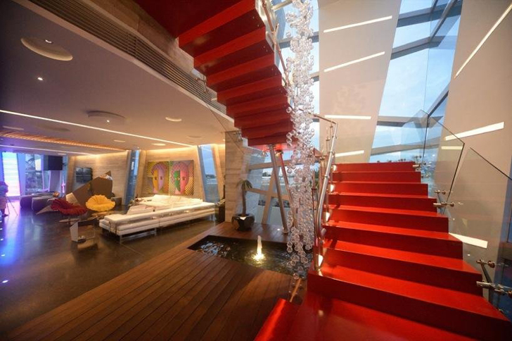 Red stairs in Casa Gomez by SO Studio