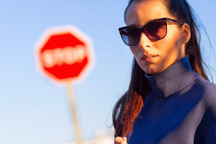 Gafas de sol Dior Sauvage 2 y Tops de neopreno azul