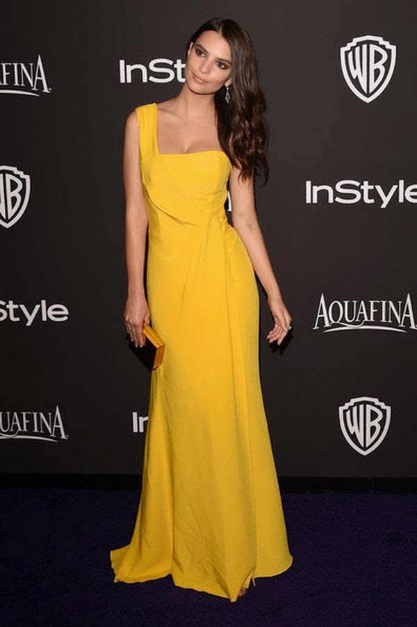 Still on yellow theme! The Supermodel looked more beauty with a half on the evening look and letting her long hair to more satisfying in loose.