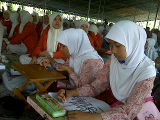 Ribuan Warga Gresik Menulis Al Qur'an