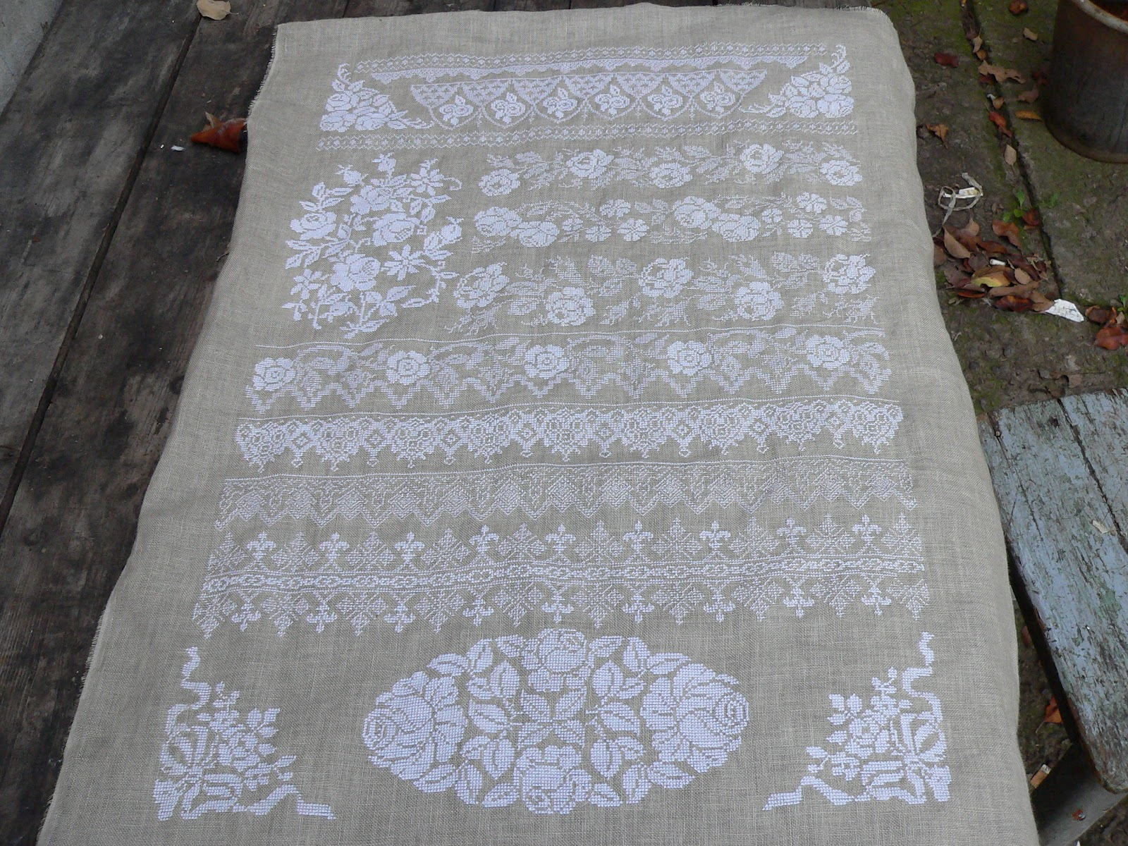 Вышивка белыми нитями