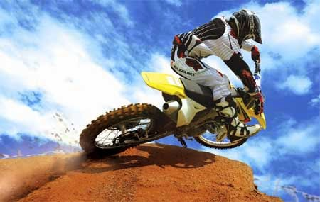 Motor cross di bukit