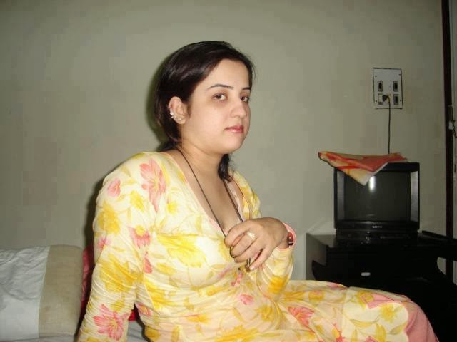 Hot sexy and desi indian girls : indian sexy babe hot couple girl