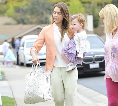 Amarelo-Bordô-Jessica-Alba-Valentino-bag-bolsa-moda-Filigree-Tote-fashion