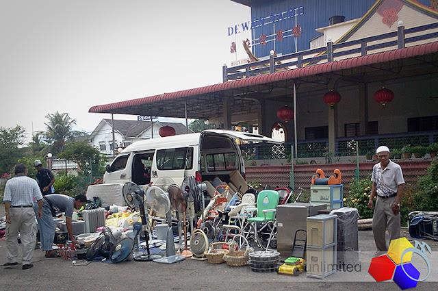 mknace unlimited™ | Moh memantau Batu Pahat : pasar karat batu pahat