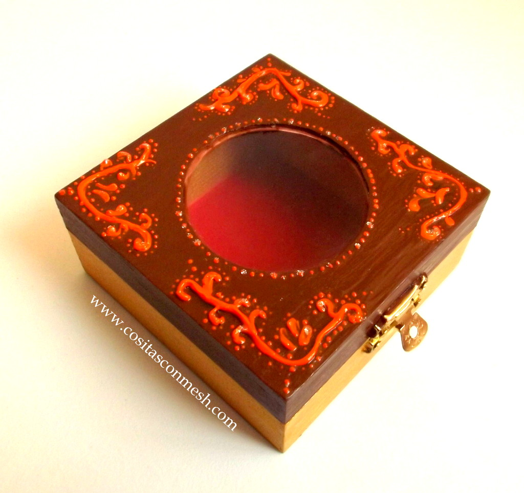 Como pintar y decorar una caja de madera cositasconmesh - Manualidades pintar caja metal ...