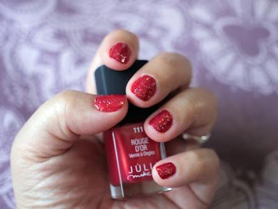 Manicura Roja Con Purpurina
