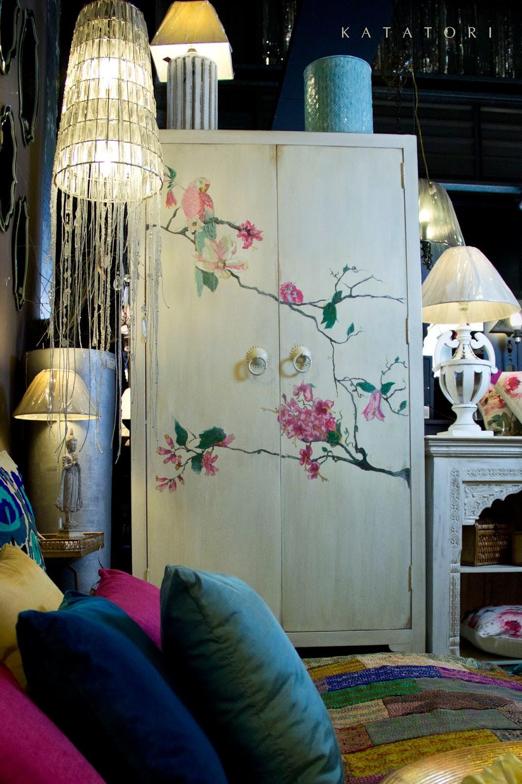 Katatori interiores armarios ornamentados for Muebles poligono el manchon