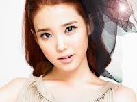 Foto Profil IU (Lee Ji Eun) | Lirik Lagu IU Waiting Panic