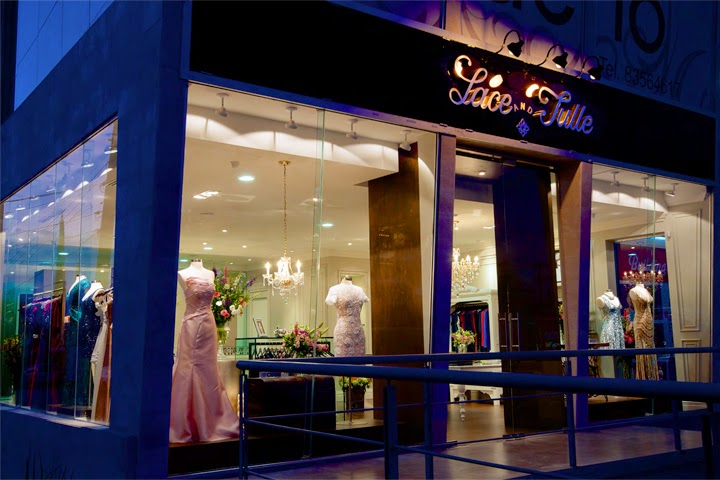Interior Butik Dress Gaya Klasik