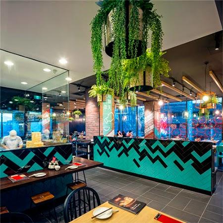 decoração, restaurante moderno, colorido, parede pintada, bar, visual merchandising, comunicação visual