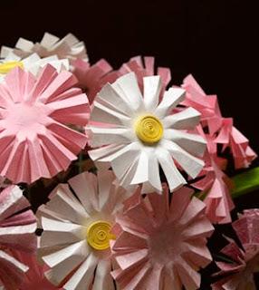 http://translate.googleusercontent.com/translate_c?depth=1&hl=es&rurl=translate.google.es&sl=en&tl=es&u=http://www.craftstylish.com/item/7326/how-to-make-perfect-paper-daisies&usg=ALkJrhhLm29rqSd_pYvbyzZo2xrzUgF5Ag