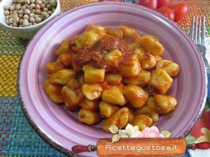 http://www.ricettegustose.it/Primi_sughi_vari_3_html/Gnocchi_di_patate_e_ceci_al_ragu_di_bufalo.html