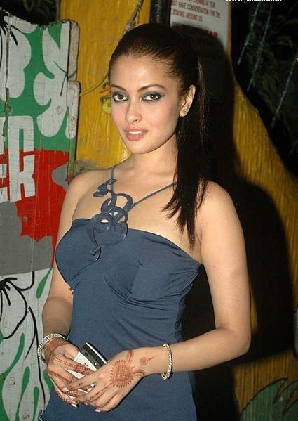 riya sen sexy boob cleavage photo 03