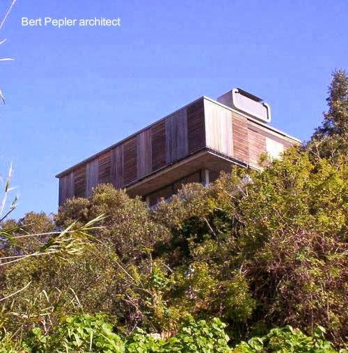 Vista en perspectiva desde el exterior de casa moderna en Sudáfrica