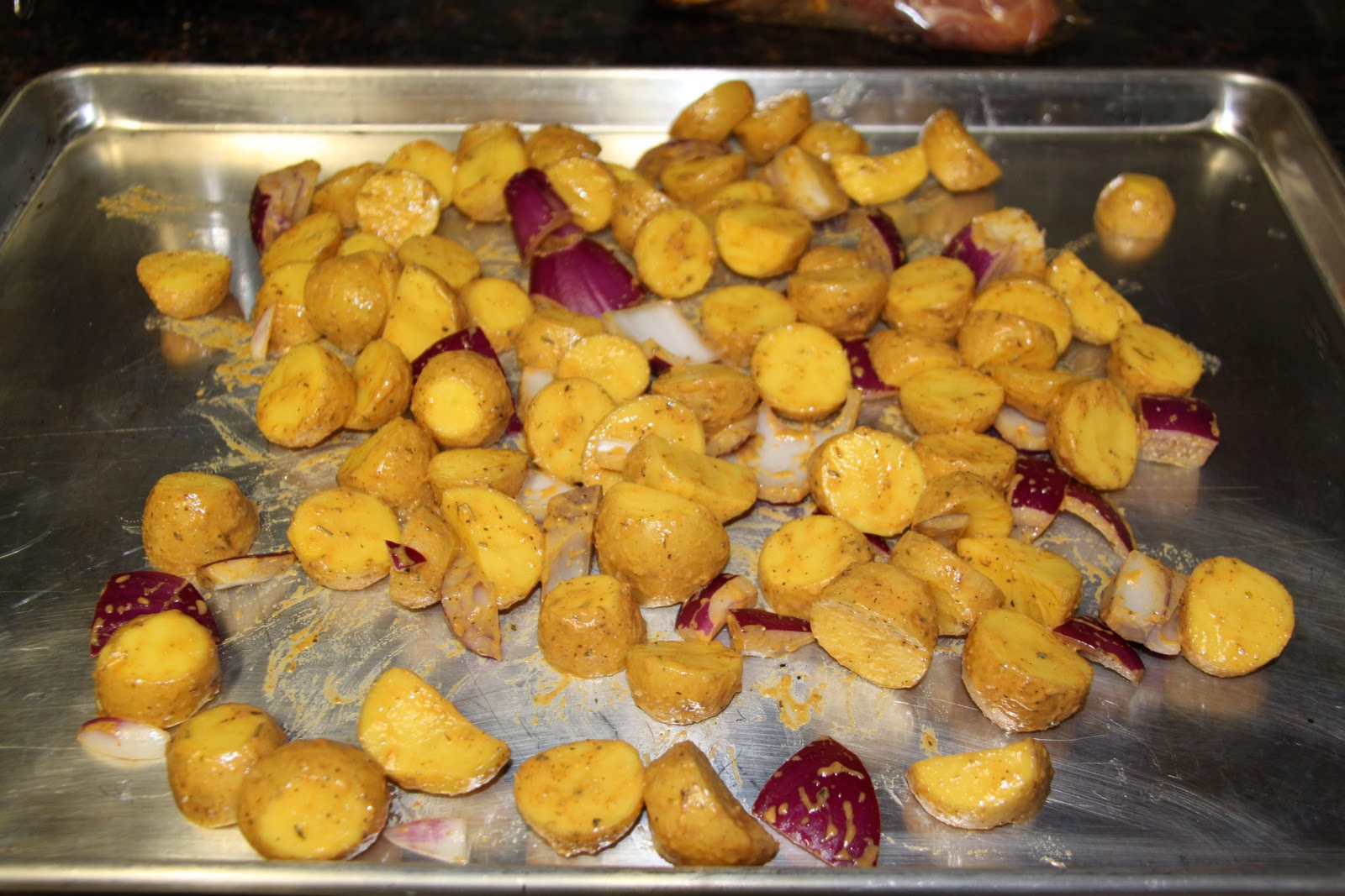 how to cook pork chops and potatoes in the oven