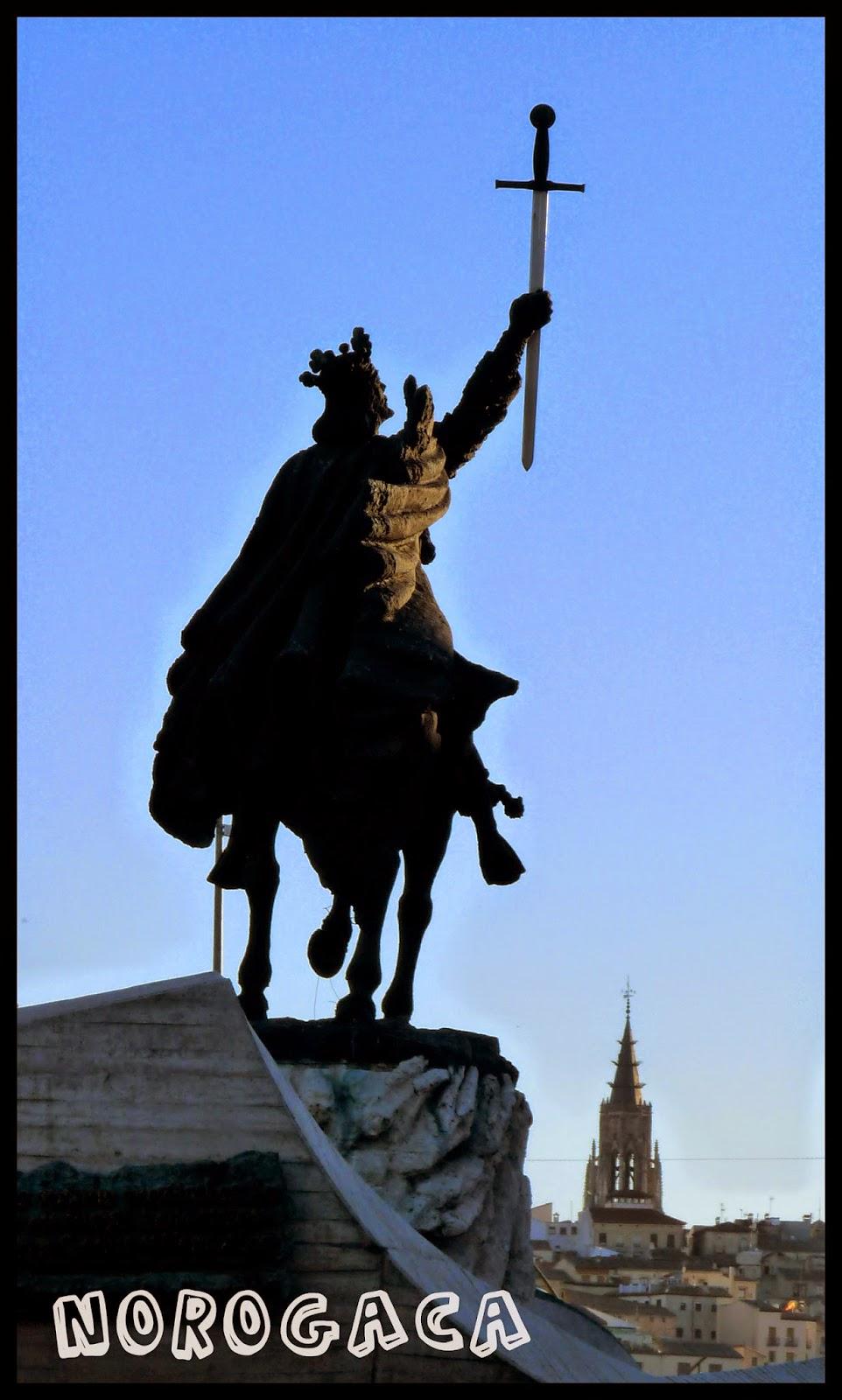 Escultura de Alfonso VI en la entrada de Toledo desde Madrid.