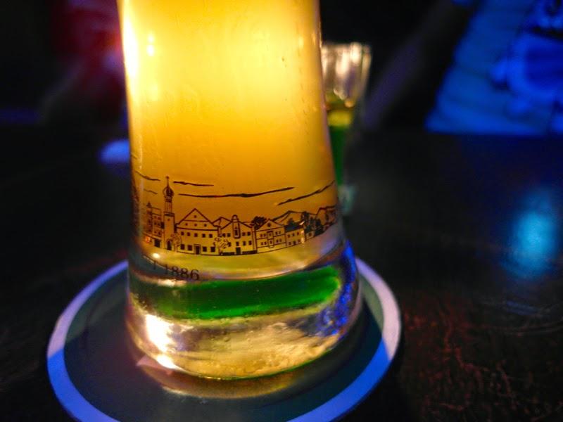 Cafe Siêm Rêap singapore chilling erdinger beer lunarrive