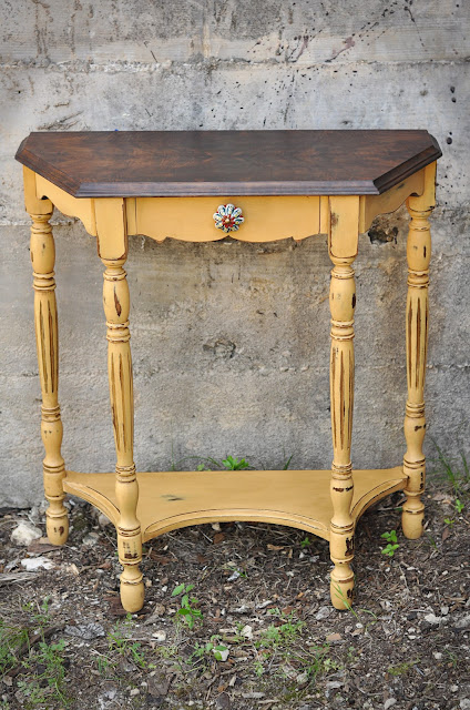 redemption refinishing arles side table and garage of good. Black Bedroom Furniture Sets. Home Design Ideas