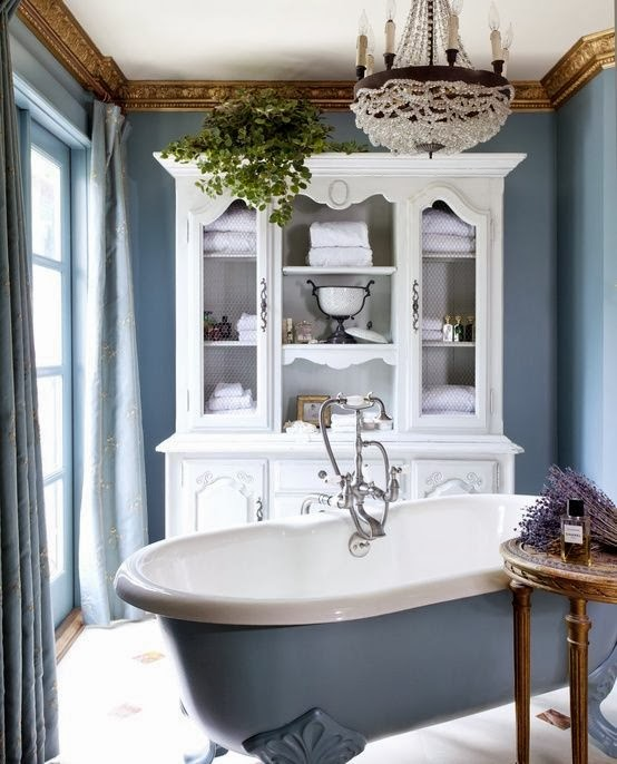 Muebles Baño Estilo Antiguo:White and Blue Bathroom