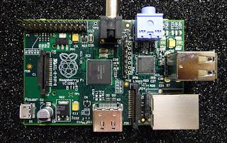La imagen muestra una placa Raspberry Pi con sus diferentes componentes