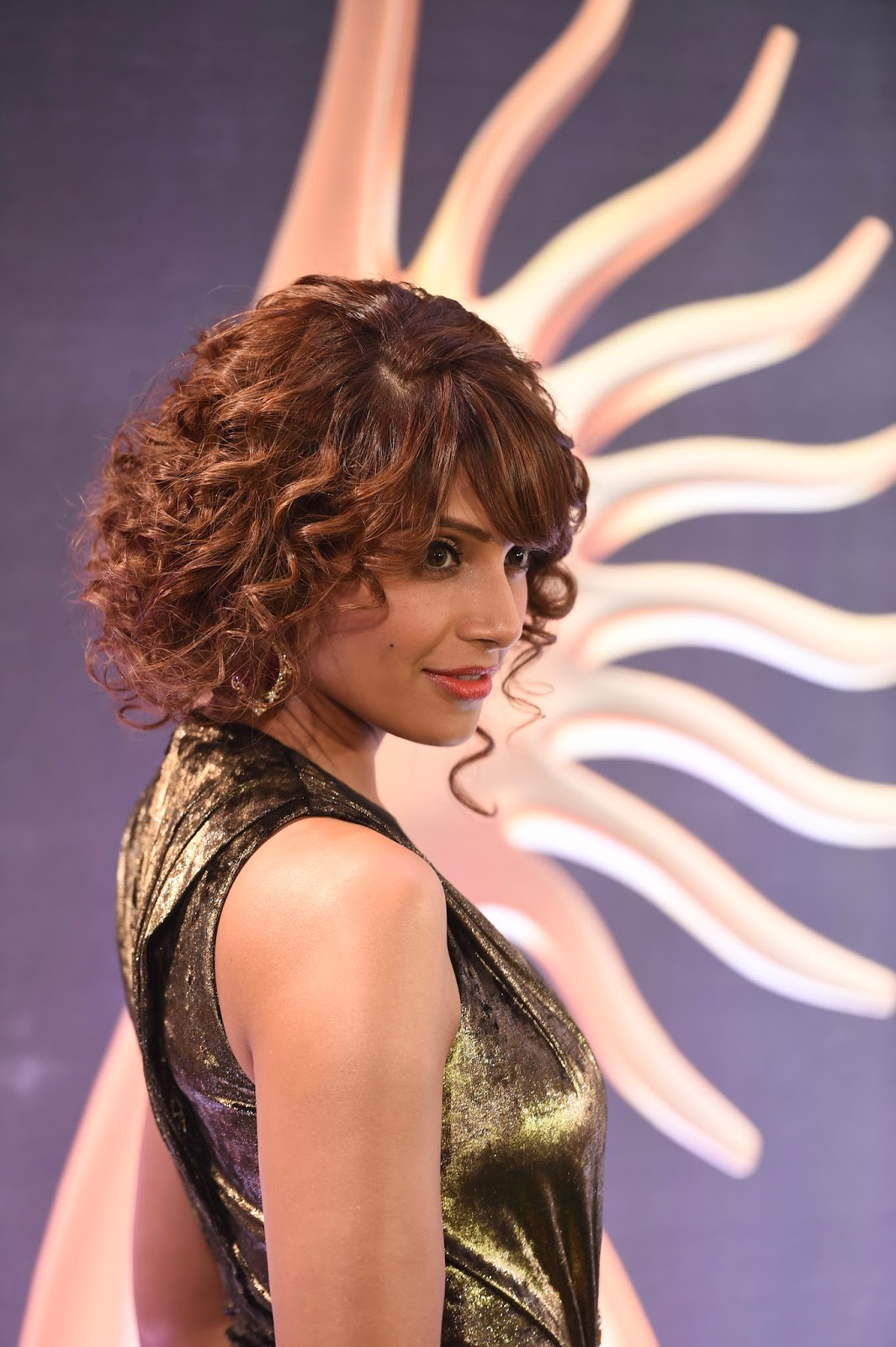 Amazing Photos of Bipasha Basu during IIFA Rocks