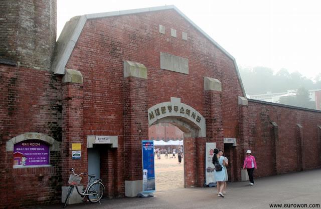 Entrada a la prisión de Seodaemun en Seúl