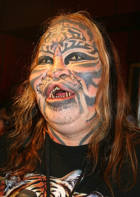 welcome to iyaniwurau002639s blog the stalking cat man cat man 468x657