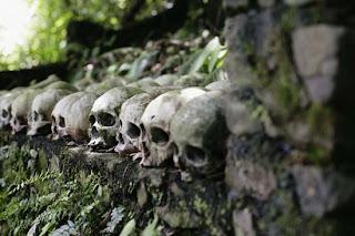 tulang tengkorak di desa trunyan